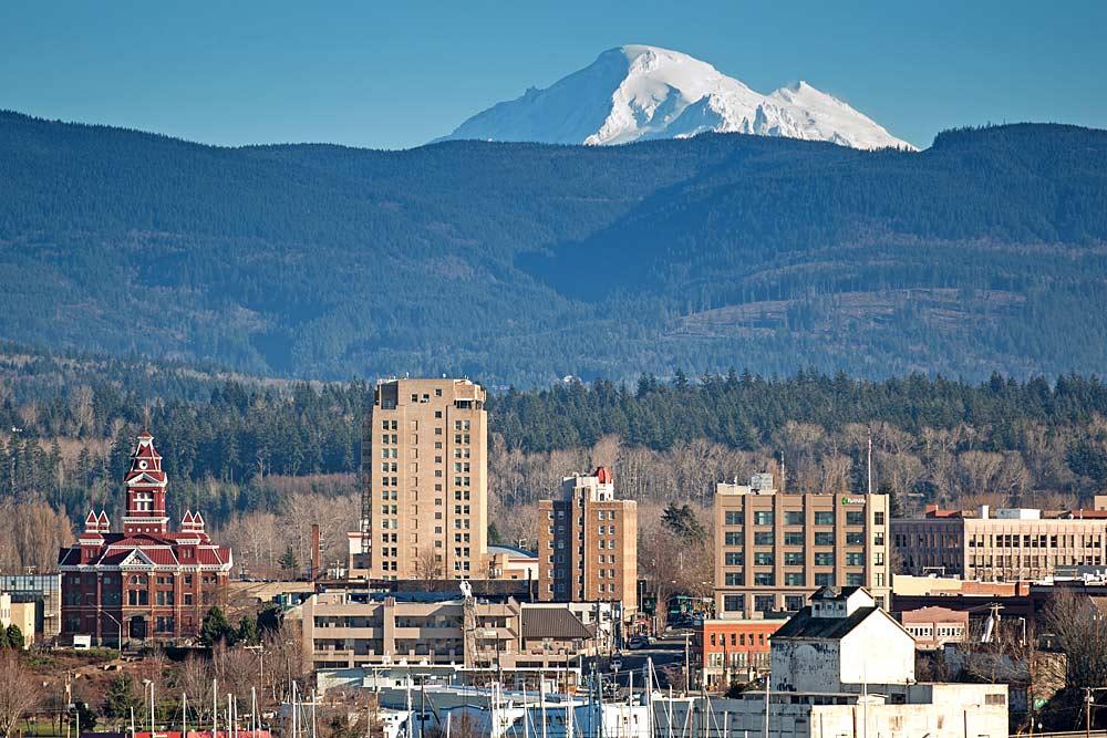 Downtown Bellingham mit dem Mount Baker im Hintergrund