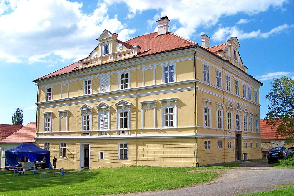 Außenansicht von Schloss Prcice in Sedletz-Pertschitz