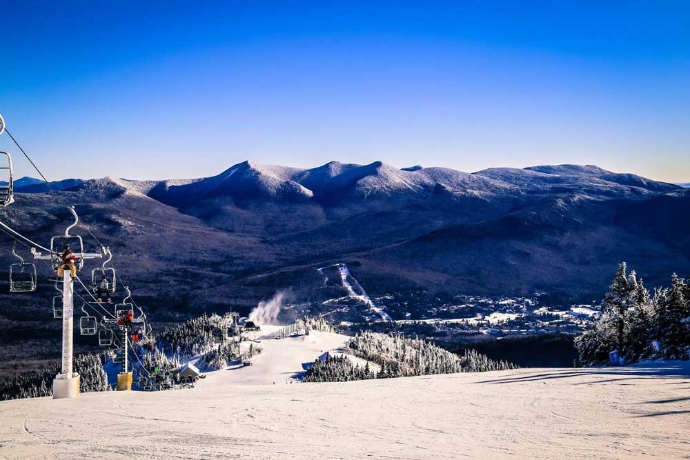 Blick von der Piste ins Tal des Skigebiets Waterville Valley