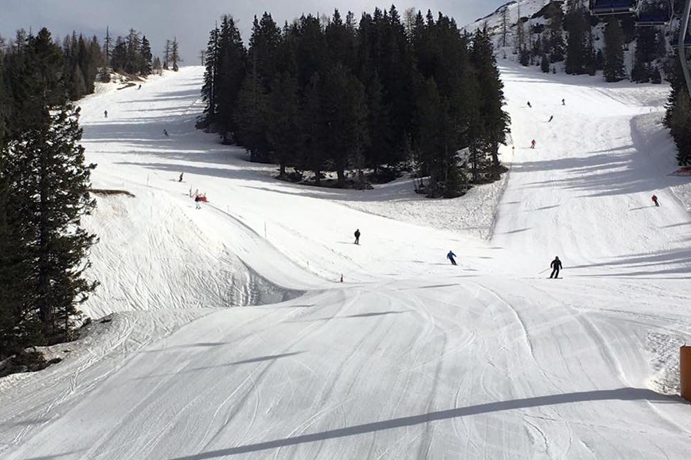 Blick auf die Pisten im Skigebiet Cerklje-Krvavec
