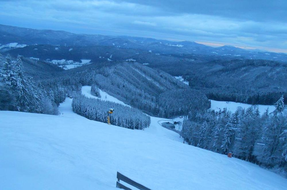 Blick auf eine Piste im Skicentrum Kohutka