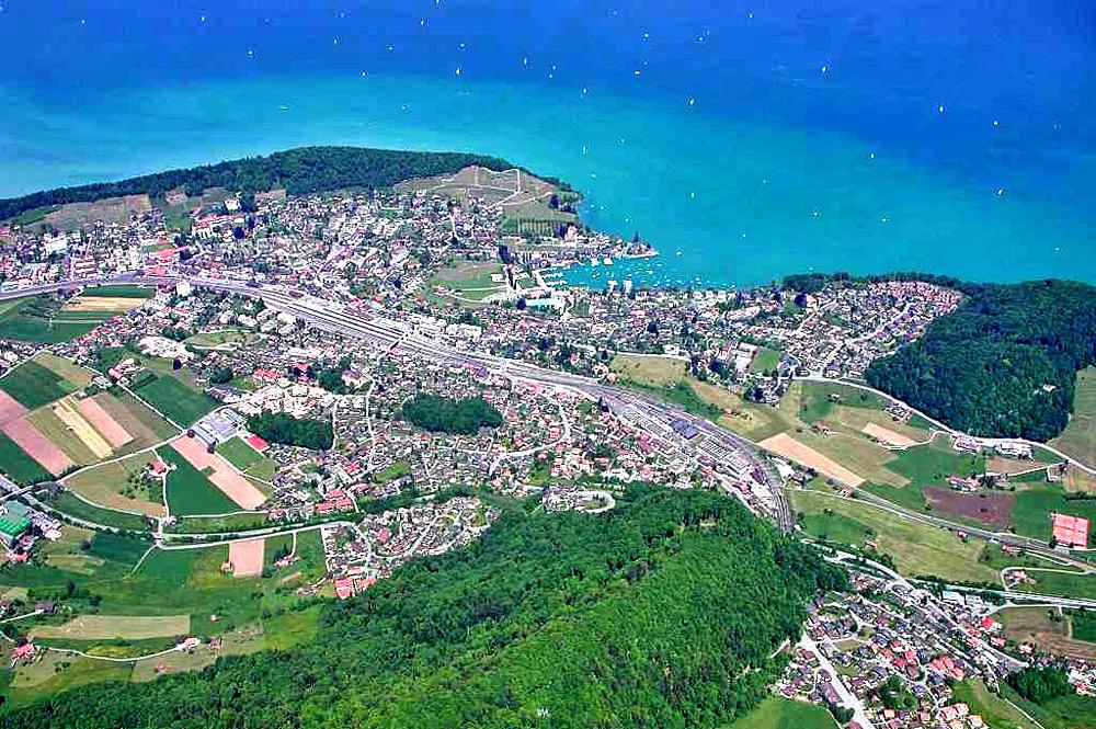 Luftaufnahme von Spiez