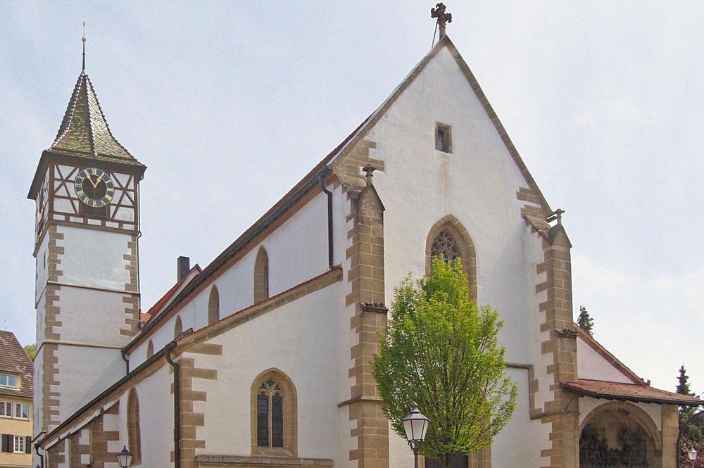 Blick von Westen auf die Martinskirche in Neuffen