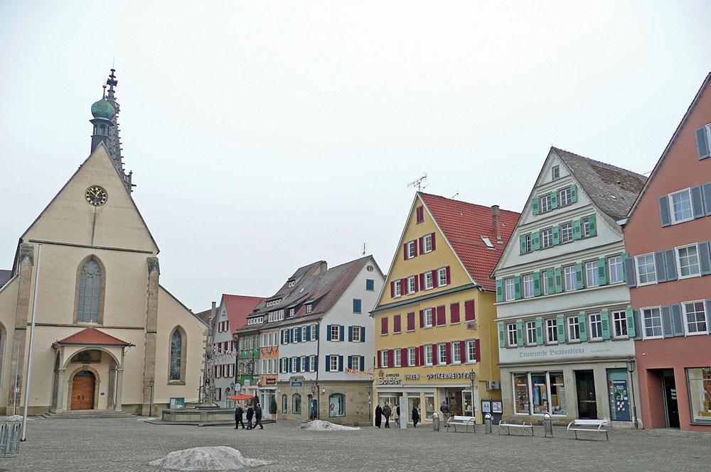 Blick auf den Marktplatz und den Dom St. Martin in Rottenburg am Neckar