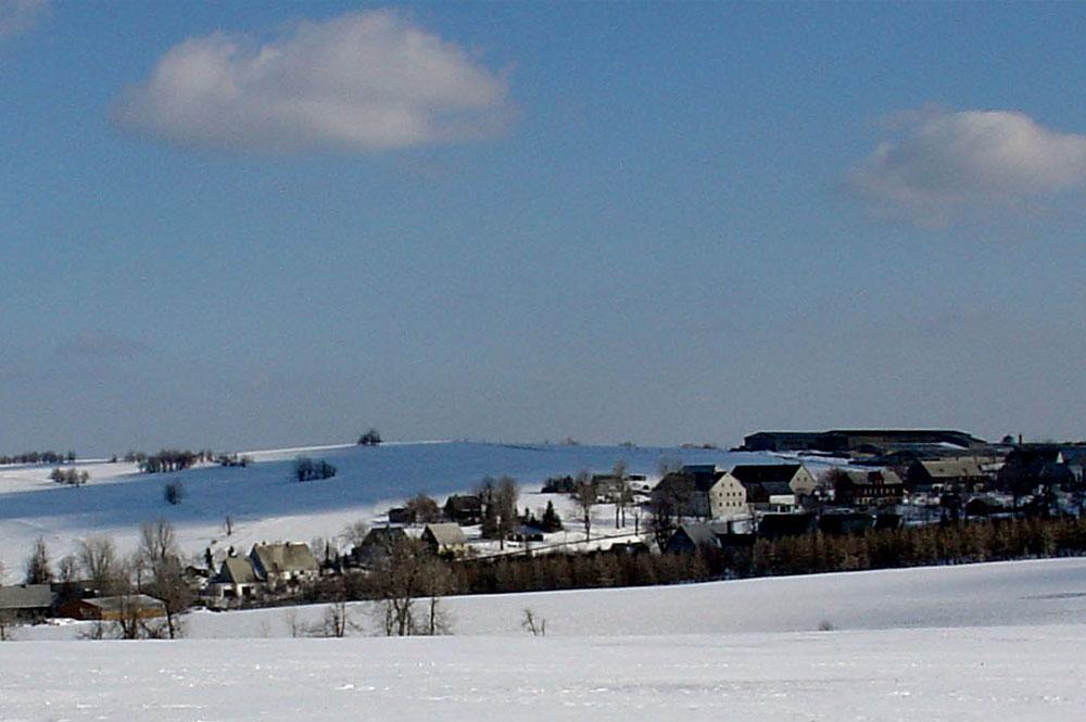 Blick auf den verschneiten Geisinger Ortsteil Fürstenau