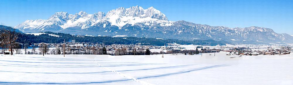 Panoramablick auf Oberndorf in Tirol und den Wilden Kaiser