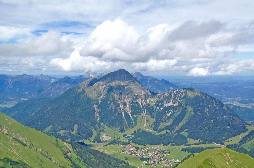 Blick auf Berwang und den Berg Thaneller