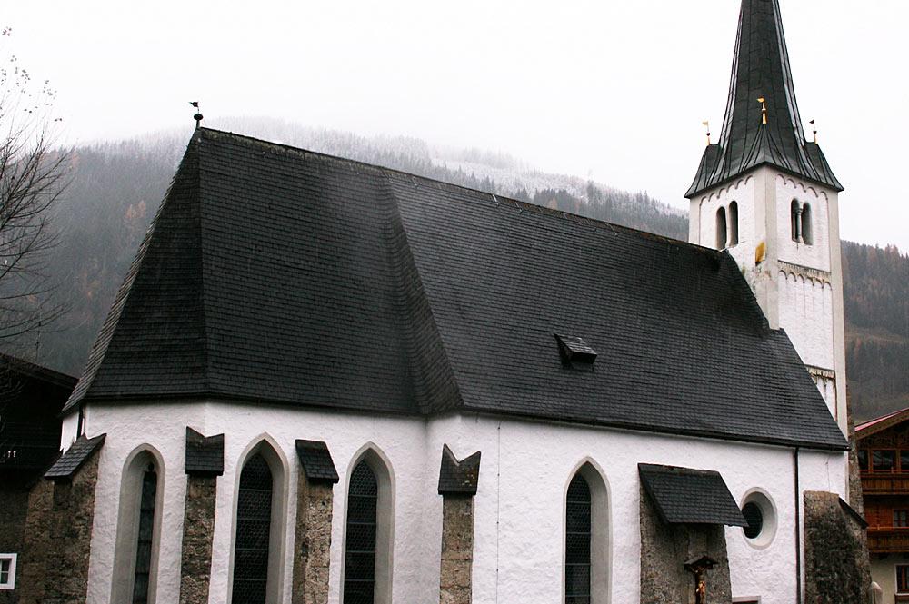Außenansicht der Pfarrkirche St. Rupert und Virgil in Dorfgastein