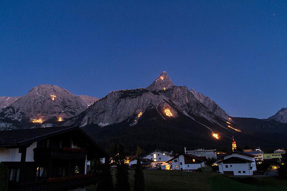 Bergfeuer bei Ehrwald