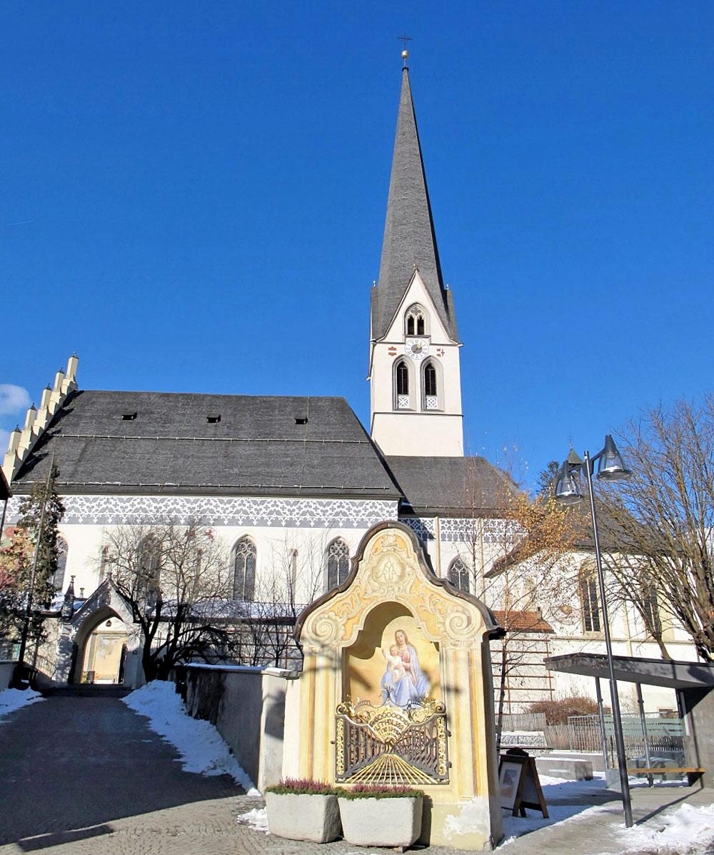 Außenansicht der Pfarrkirche Maria Himmelfahrt in Imst
