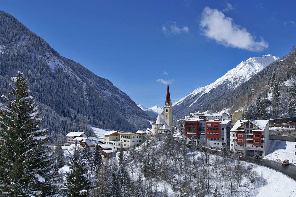 Blick auf den Ort Kappl im Winter