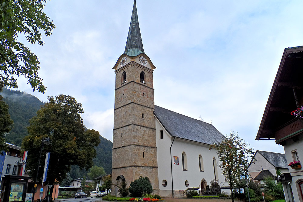 Außenansicht der katholischen Pfarrkirche St. Stephanus in Kirchdorf in Tirol