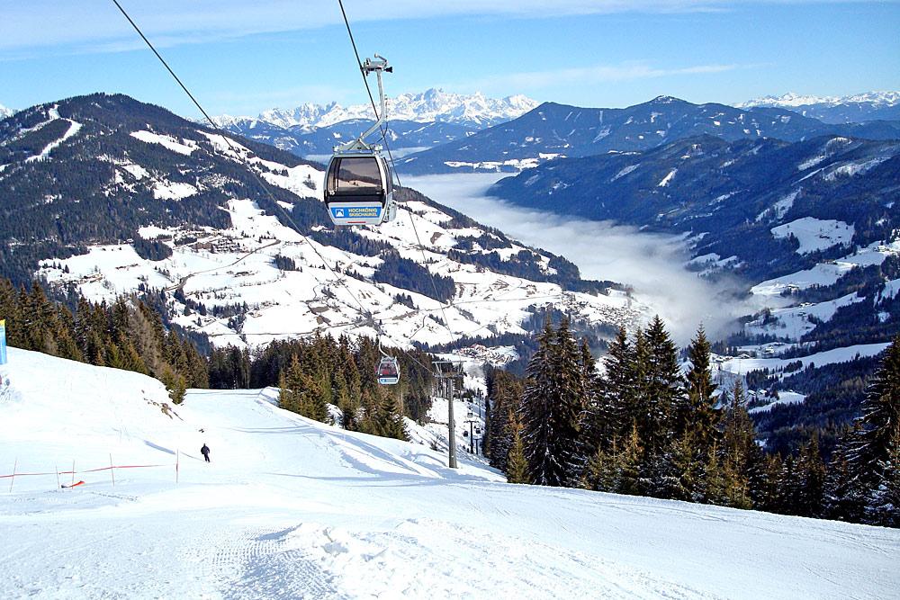 Blick von der Bergstation Schneeberg am Hochkönig ins Tal