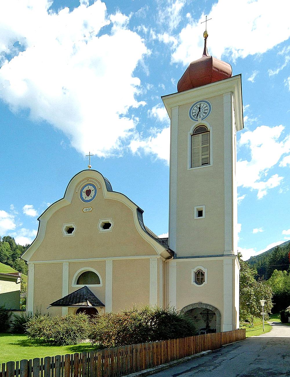 Außenansicht der evangelischen Pfarrkirche Eisentratten in Krems