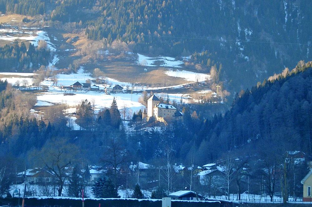 Blick auf Burg Groppenstein in Obervellach