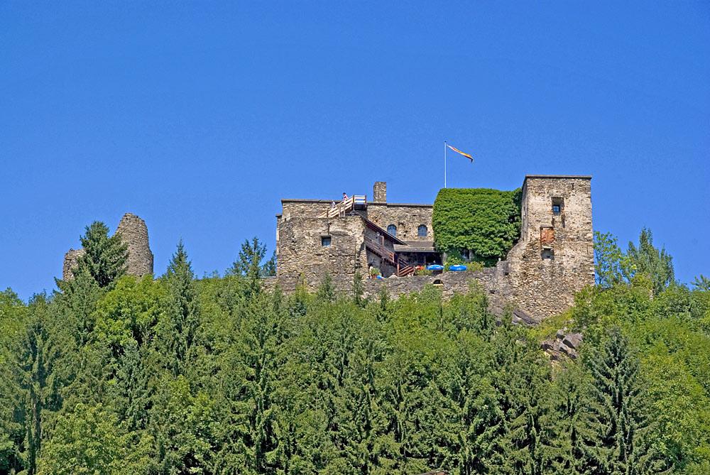 Blick auf Burg Sommeregg in Seeboden am Millstätter See
