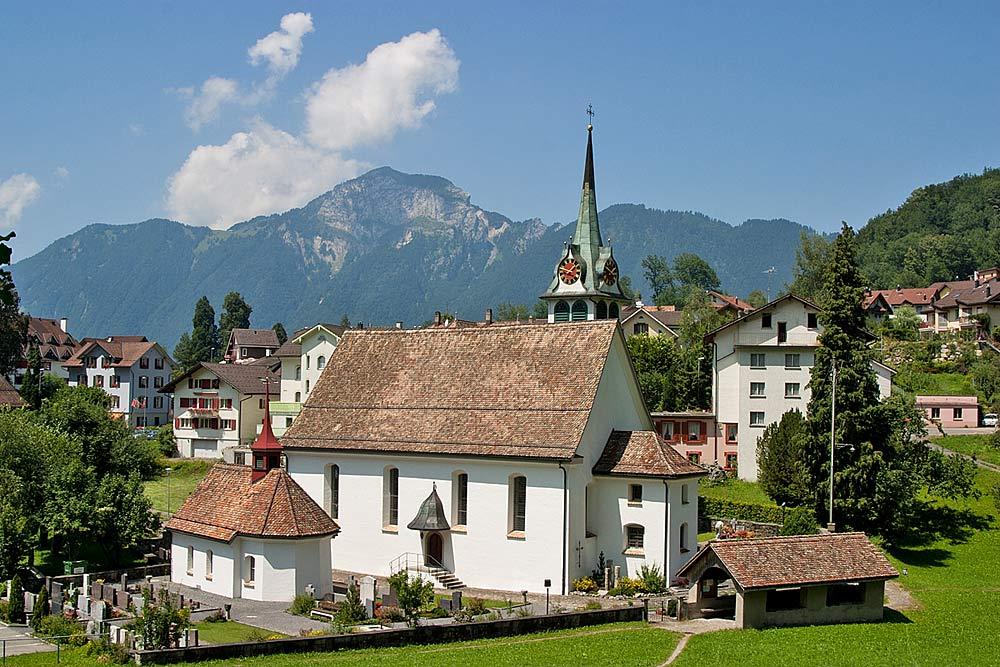 Blick auf die Pfarrkirche St. Gallus in Morschach