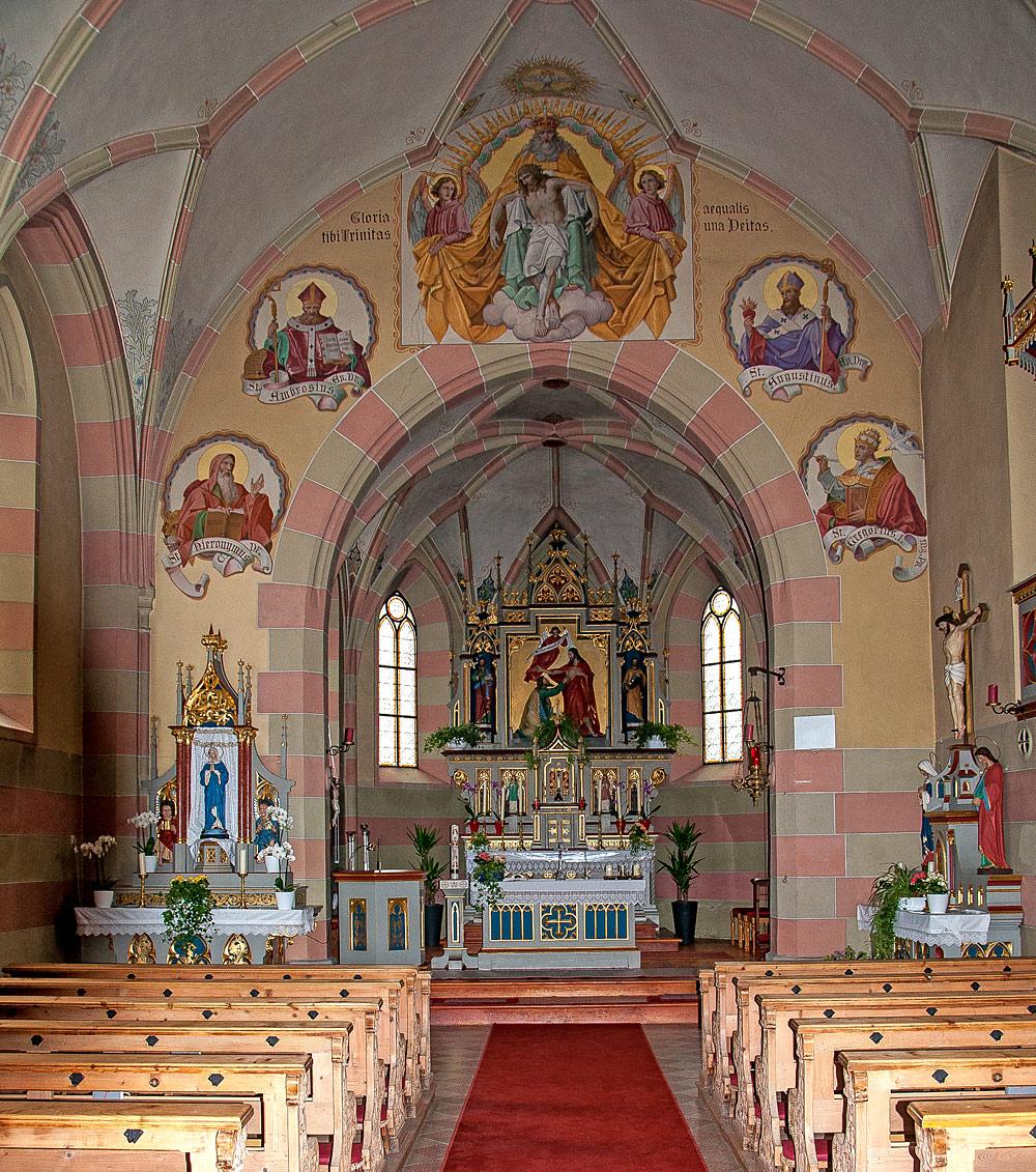 Innenansicht der Kaplaneikirche St. Thomas in Arzl im Pitztal