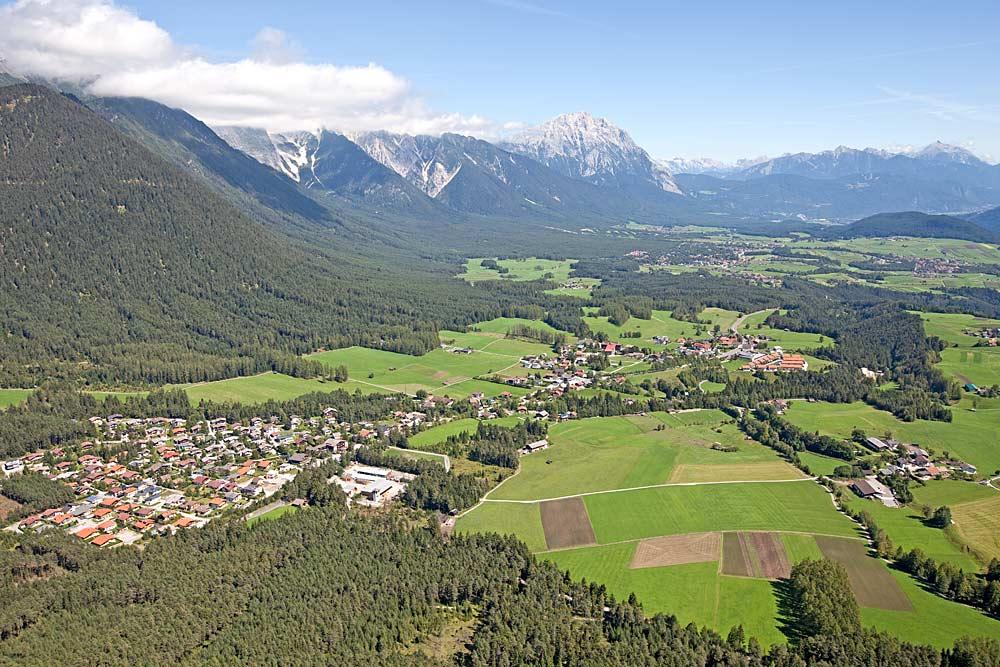 Luftaufnahme des Orts Obsteig
