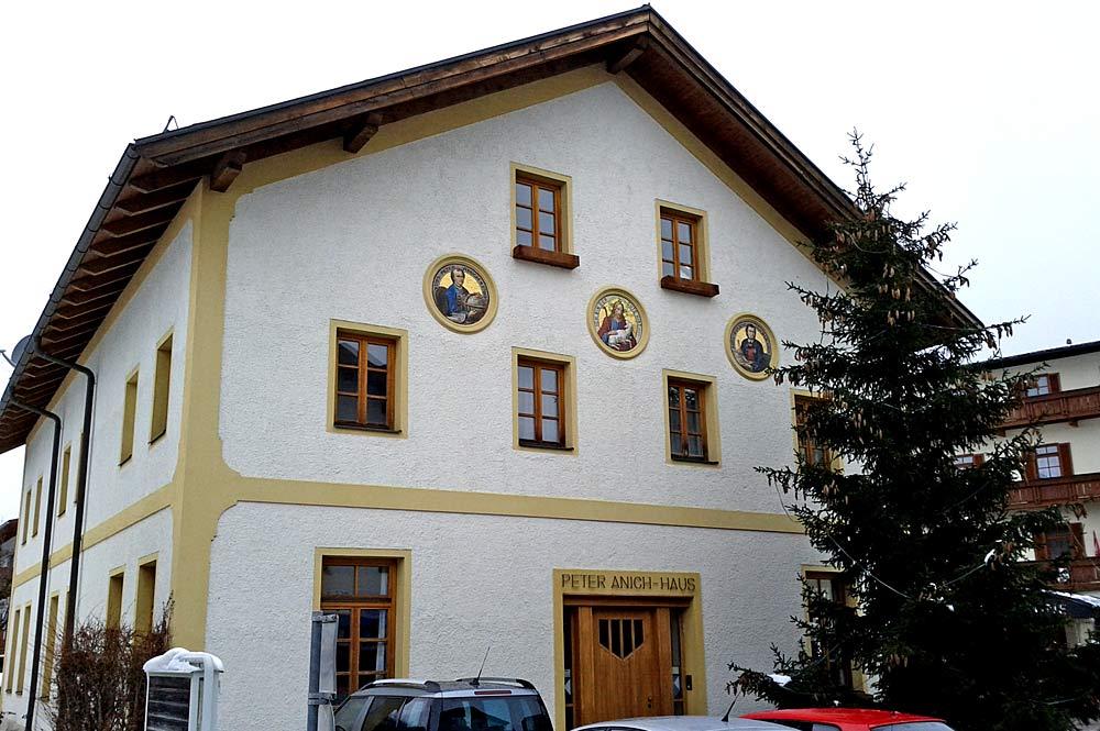 Außenansicht des Peter-Anich-Museums in Oberperfuss