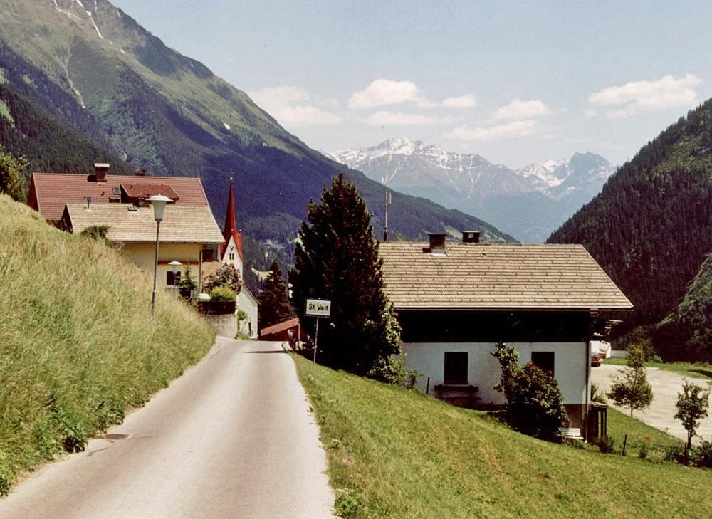 Blick auf den Ortseingang von St. Veit