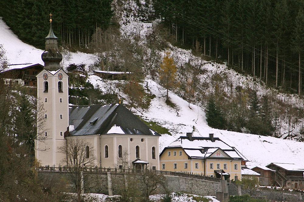 Außenansicht der Pfarrkirche St. Ulrich und Martin in Großarl