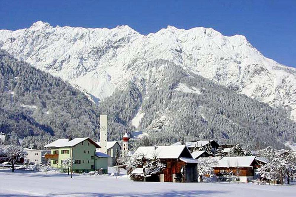 Ortsansicht von Vandans im Winter