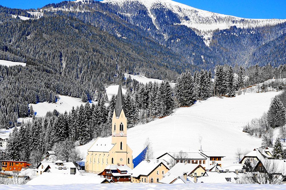 Blick auf Arriach und die Vier-Evangelisten-Kirche