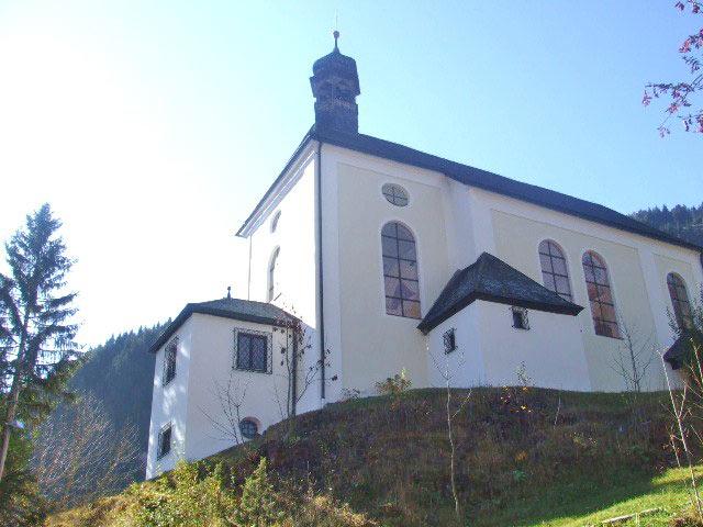 Außenansicht der Zunftkirche Bichlbach