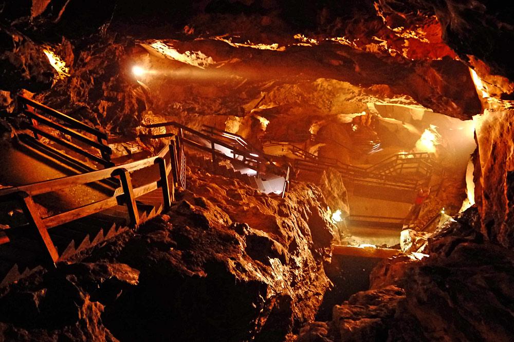 Blick in die Schauhöhle des Lamprechtsofens bei Weißbach