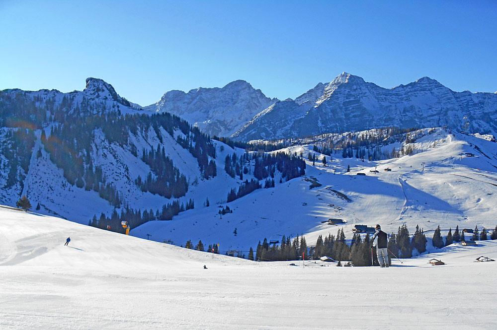 Skifahrer in der Almenwelt Lofer
