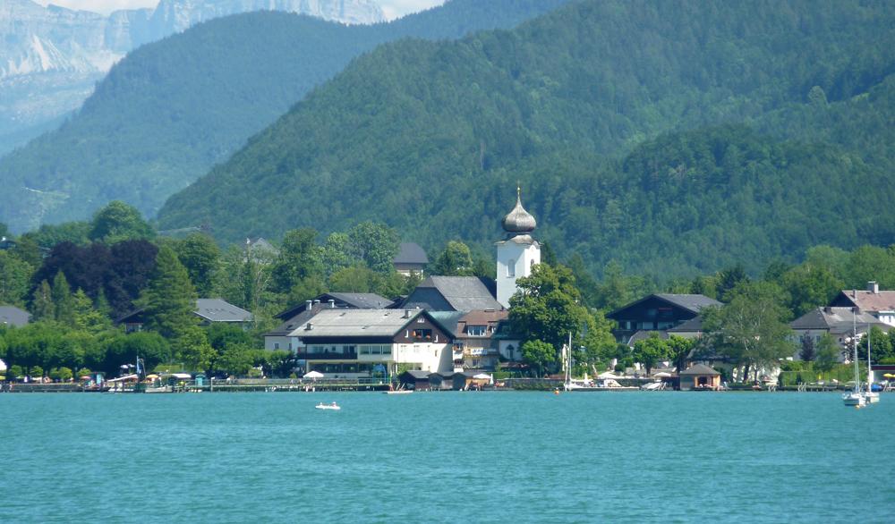 Blick auf Strobl vom Wolfgangsee aus