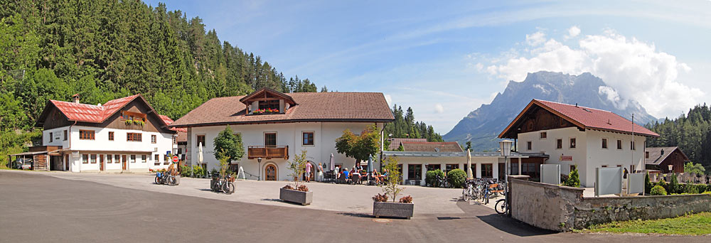 Der Blick auf den Kirchplatz in Biberwier
