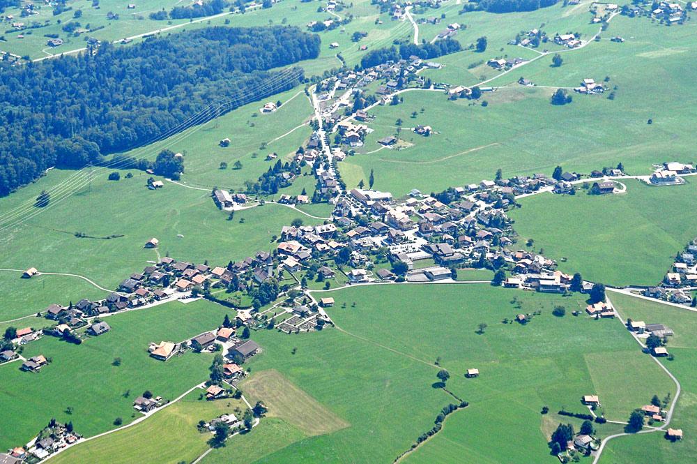 Luftaufnahme von Aeschi bei Spiez