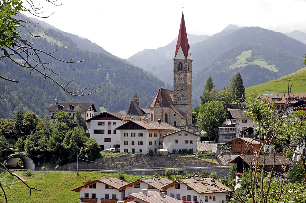 Blick auf den Ortskern von St. Pankraz im Ultental