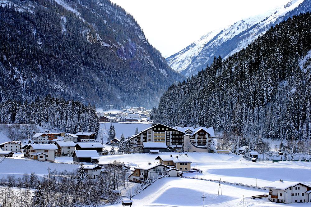 Blick auf Kaunertal-Feichten im Winter