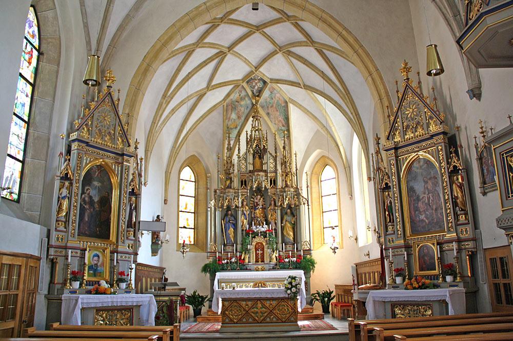 Innenraum der Kirche St. Philippus und Jakobus in Natz
