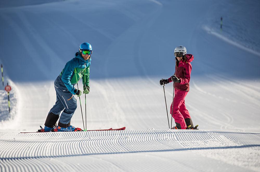 Skifahrer auf einer Piste in der Zillertal Arena