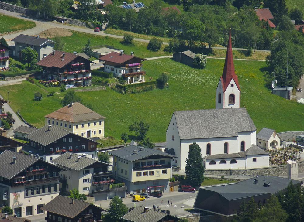Blick auf die Kirche in Hopfgarten