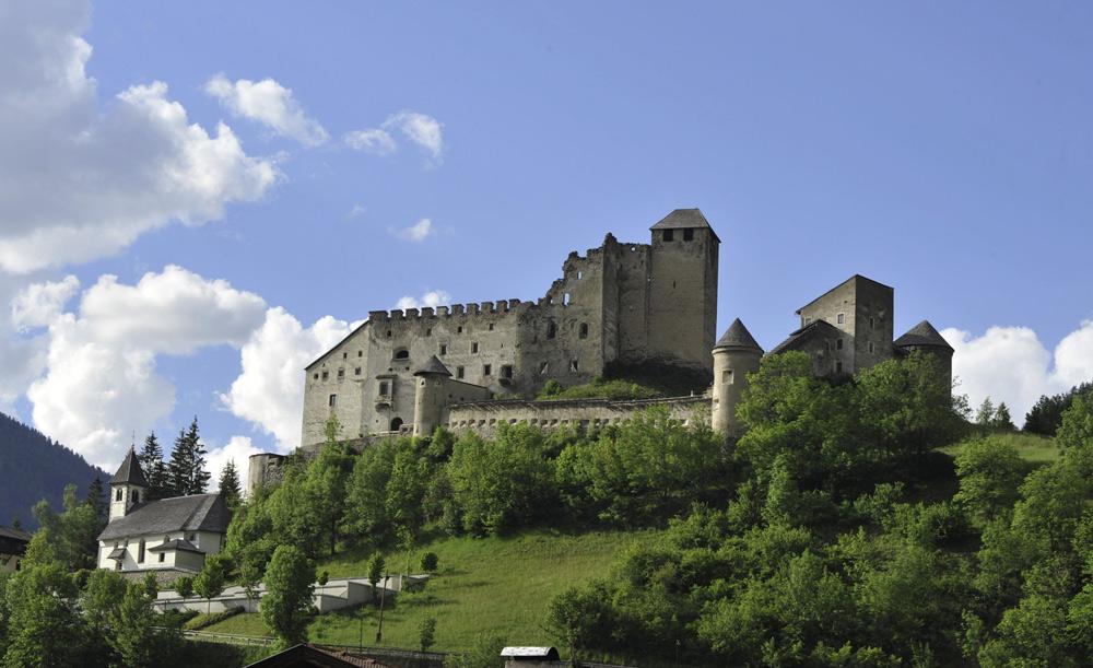 Blick auf die Burg Heinfels