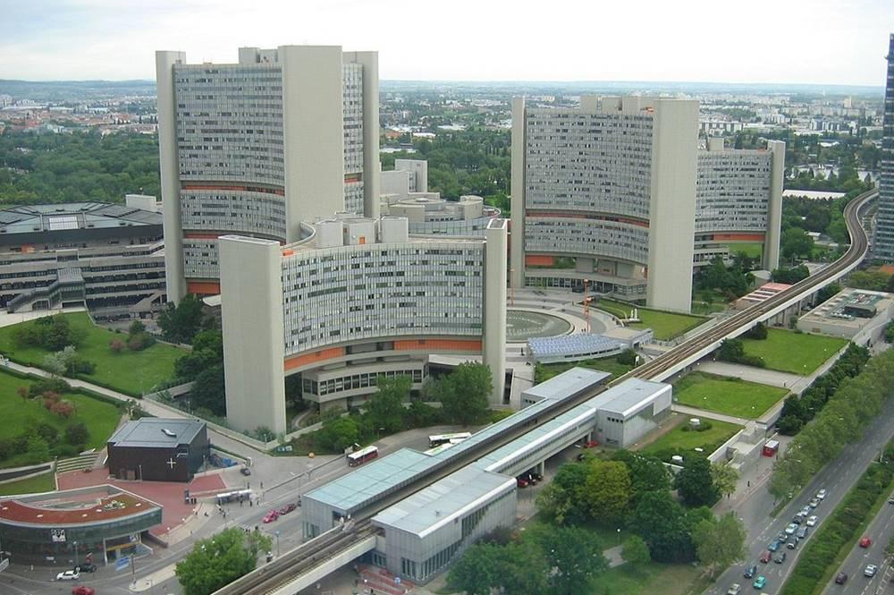 UNO-City mit dem Internationales Zentrum Wien und links im Bild das Austria Center Vienna