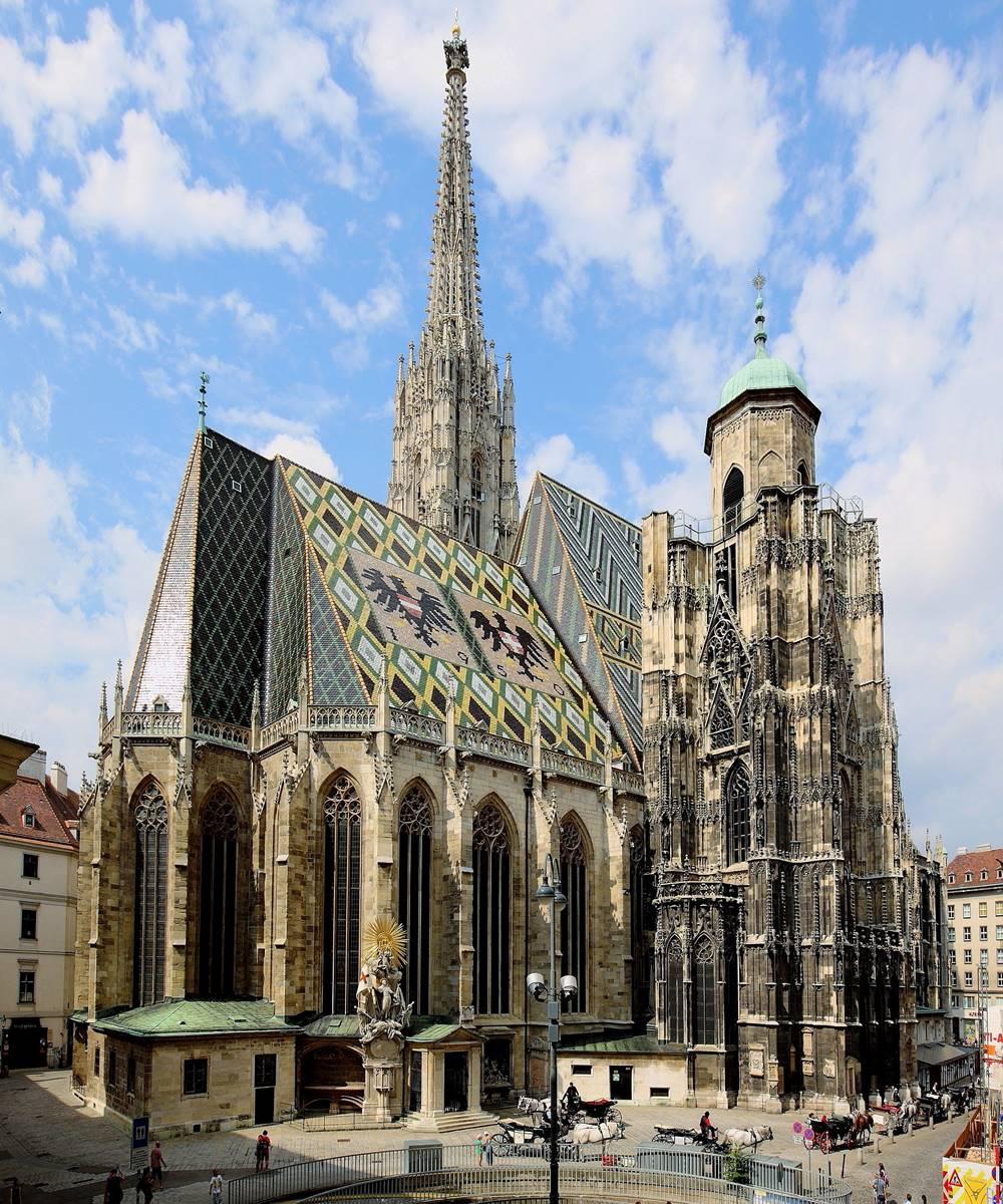 Nordostansicht mit dem Albertinischen Chor und dem nicht fertiggestellten Nordturm des Stephansdom in Wien