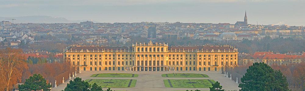 Blick von der Gloriette auf Schloss Schönbrunn