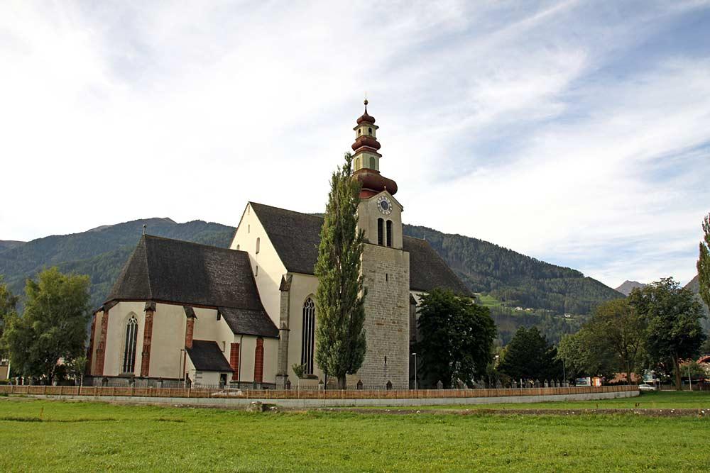 Außenansicht der Pfarrkirche Unsere liebe Frau im Moos in Sterzing