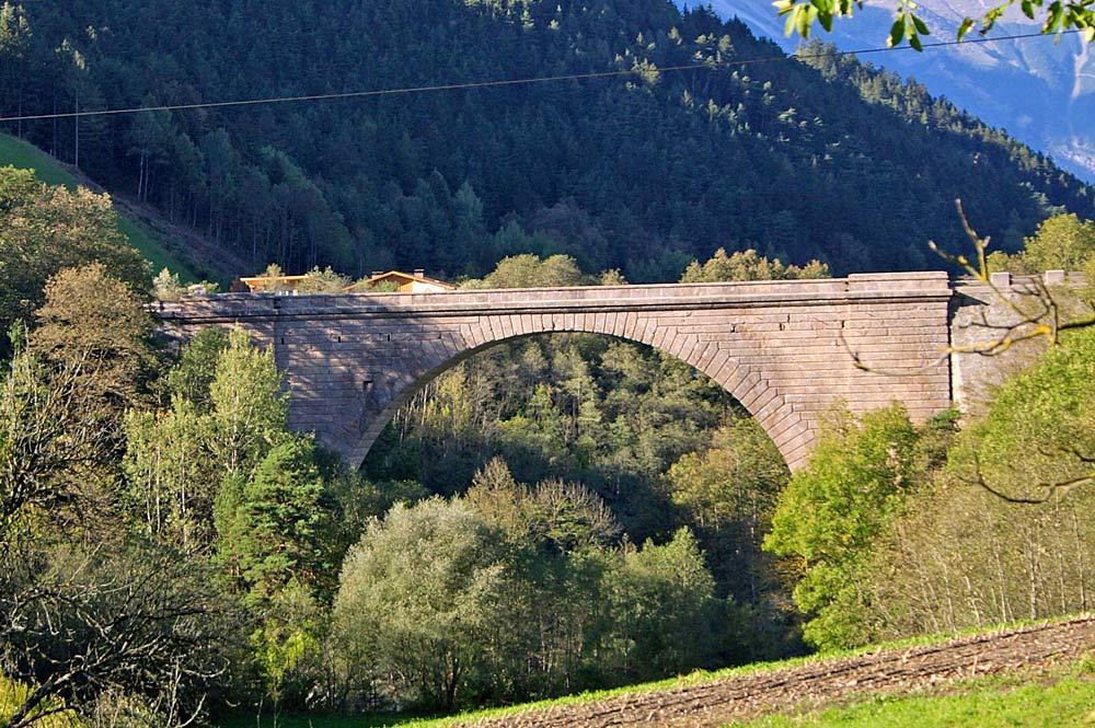 Steinere Bogenbrücke Stephansbrücke bei Mutters