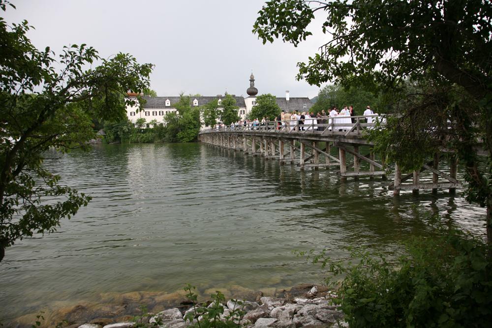 Brücke zum Schloss Ort