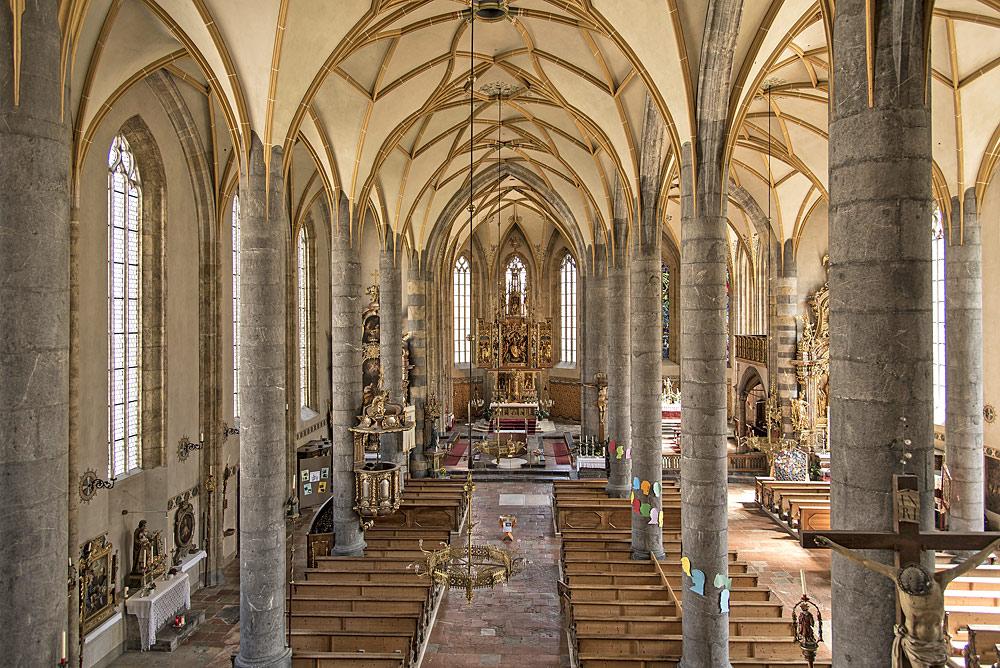 Innenraum der Pfarrkirche Mariä Himmelfahrt in Schwaz