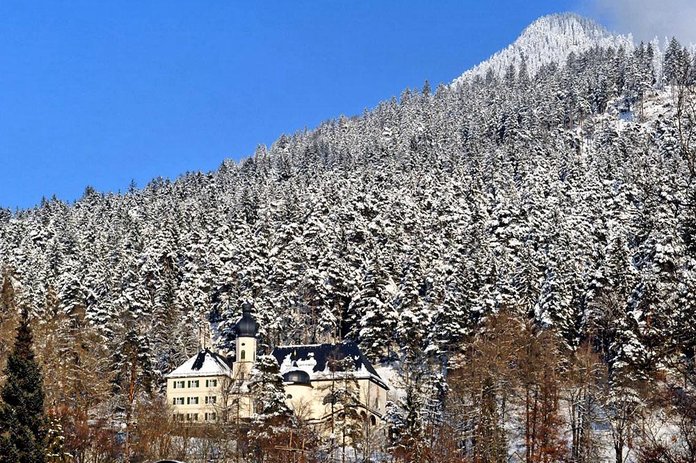 Außenansicht des Franziskanerklosters St. Anton in Garmisch-Partenkirchen