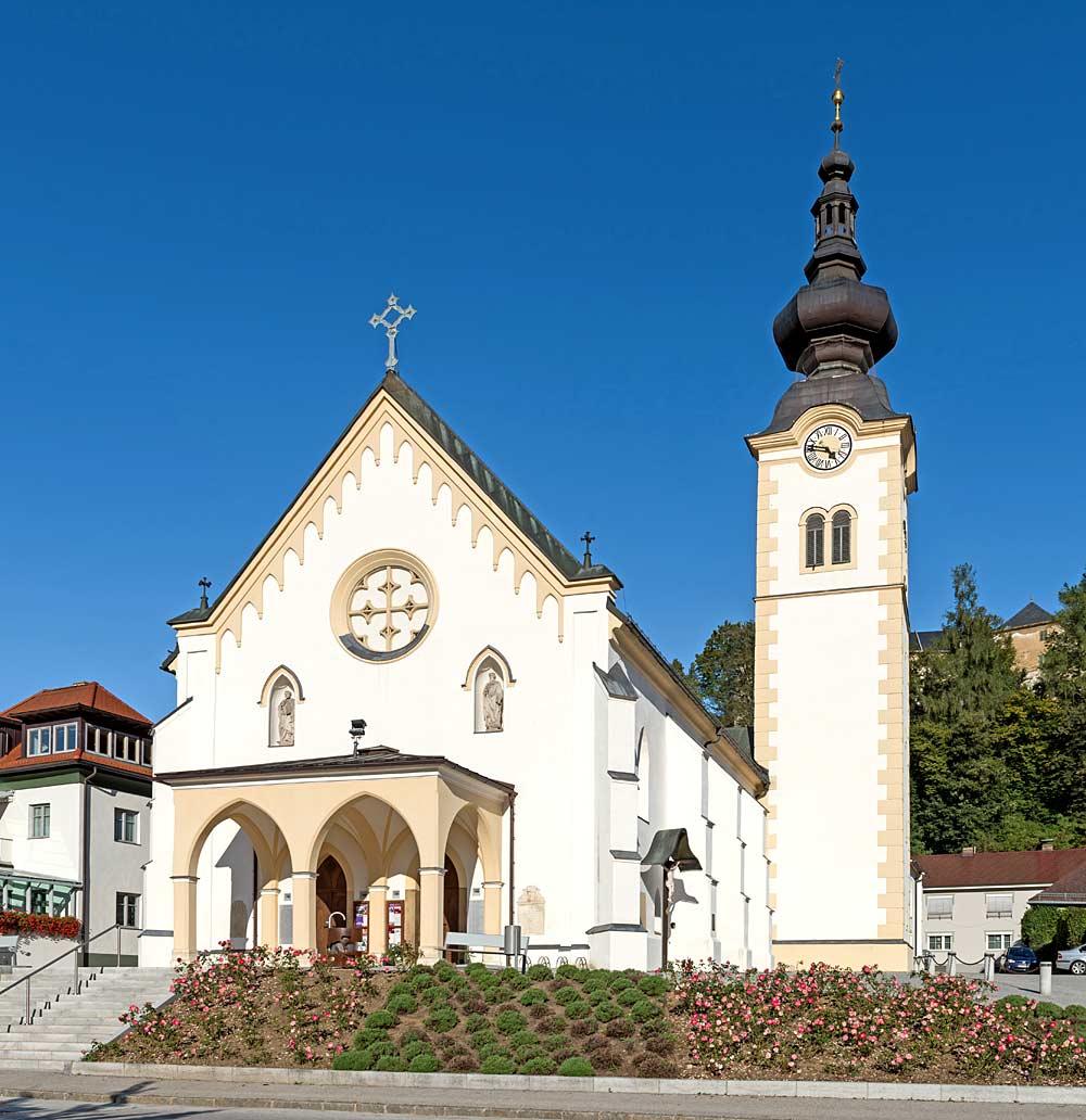 Westansicht der Pfarrkirche Hll. Petrus und Paulus in Bleiburg