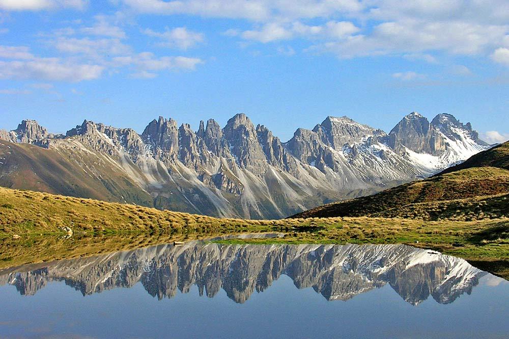 Berge und See im Senderstal bei Grinzens